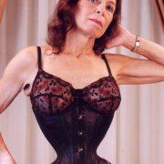 de vrouw met de smalste taille aller tijden - corset
